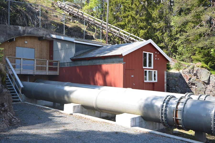Penstock and building, Hakavik power plant.