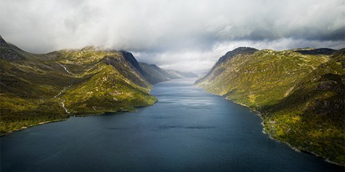 Mountains and fjord. (Photo: Lars Petter Pettersen)