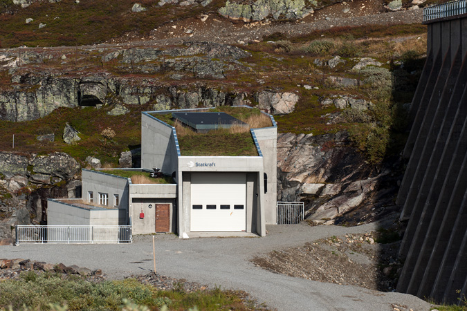 Sylsjø hydropower plant at a distance.