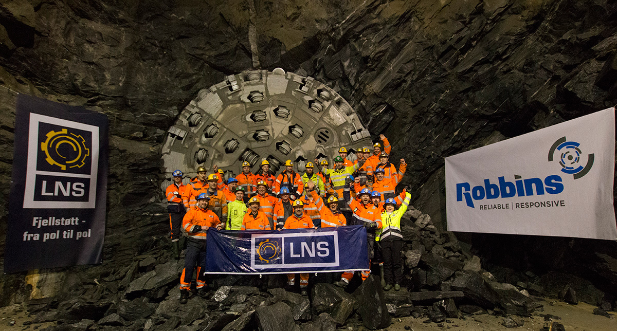 The team from supplier LNS posing in front of the tunnel boring machine.