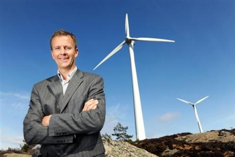 Anders Gaudestad in front of wind farm