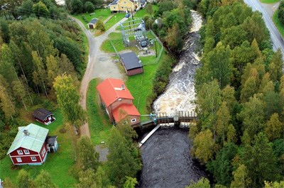 Sidensjö seen from above with red cottages, green grass and trees