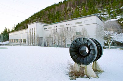 In front of Svean hydropower plant.