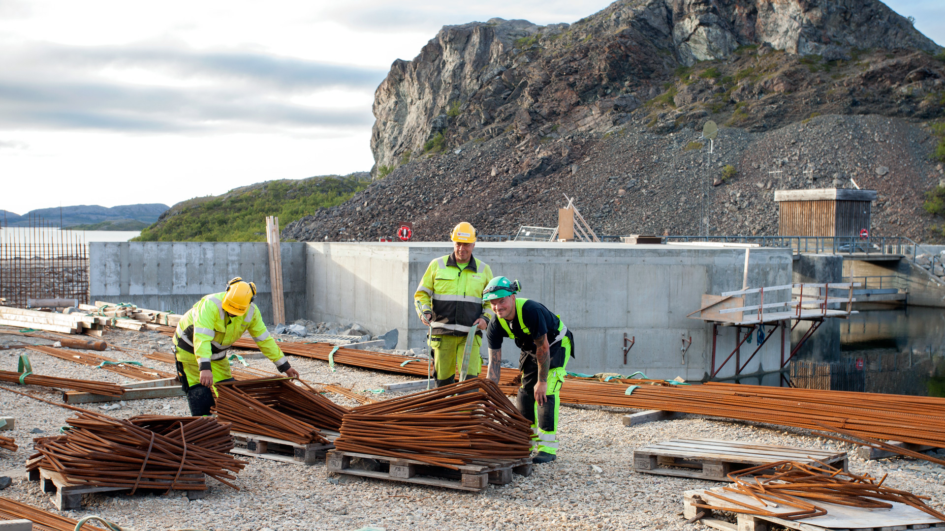 Men working at Offervann site